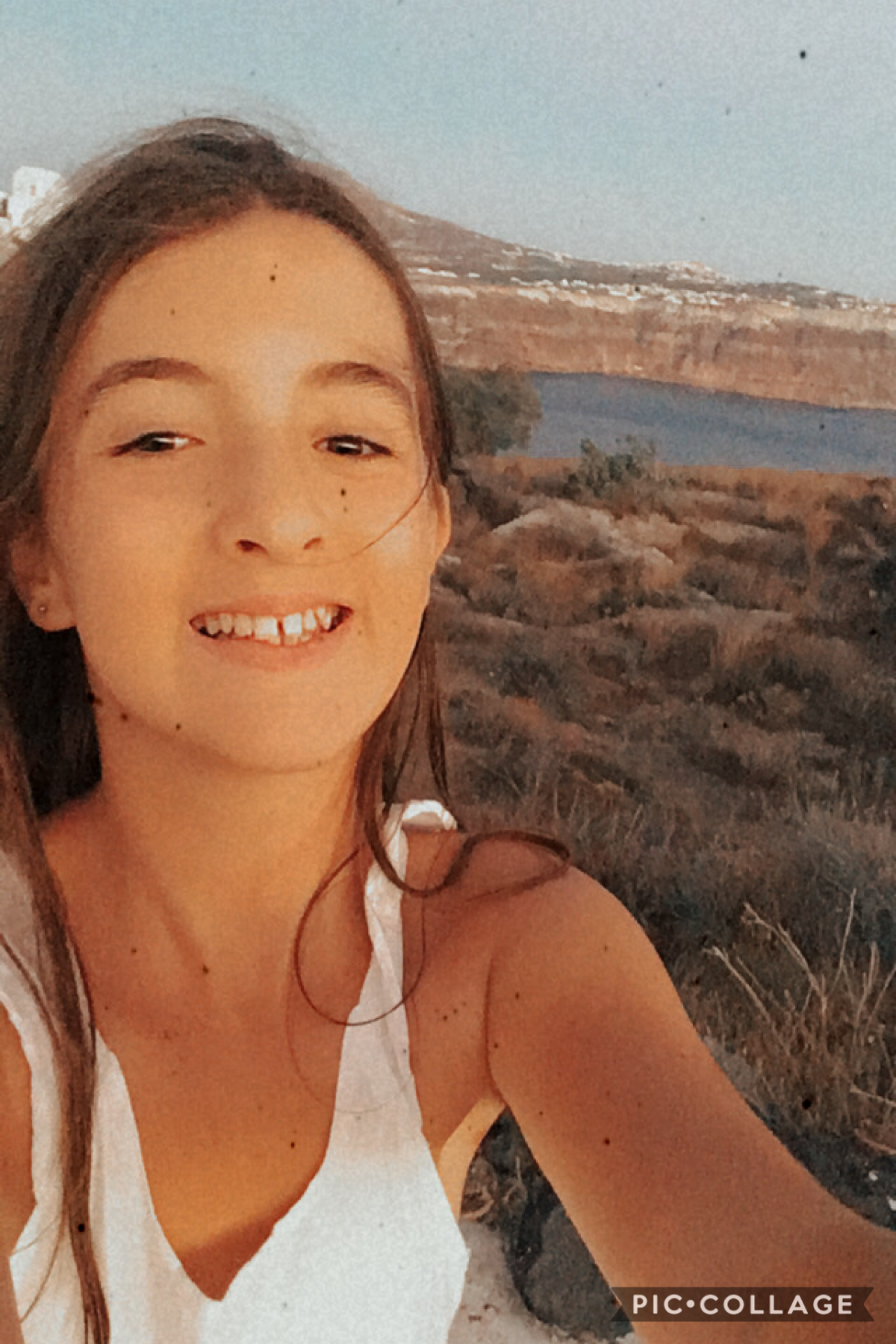 I'm in Greece teeheehee 👈🏼👉🏼😌