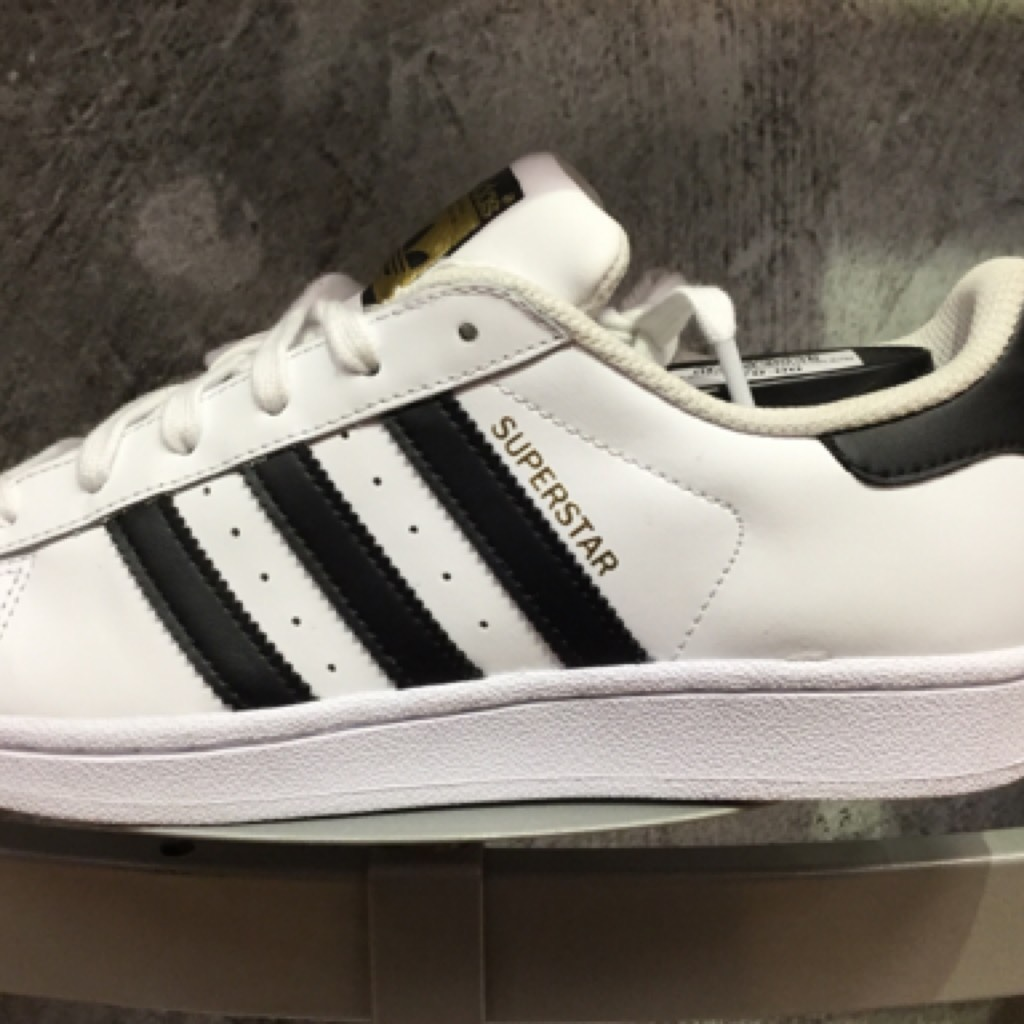 I am getting adidas you get 1000 dollars if you comment