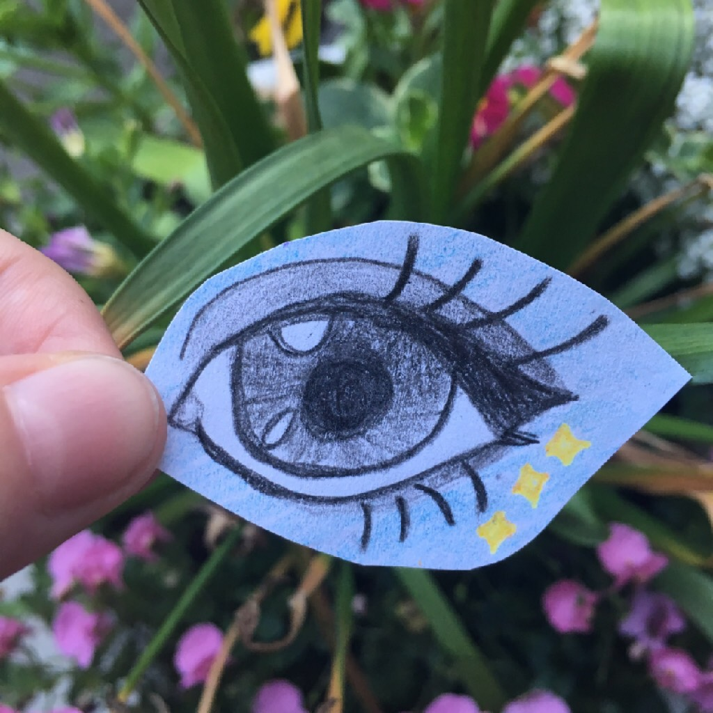 Guyssss I drew an eye!!! (And tried....TRIED....to take an aesthetic pic with it bc why not? You know what I'm sayin)