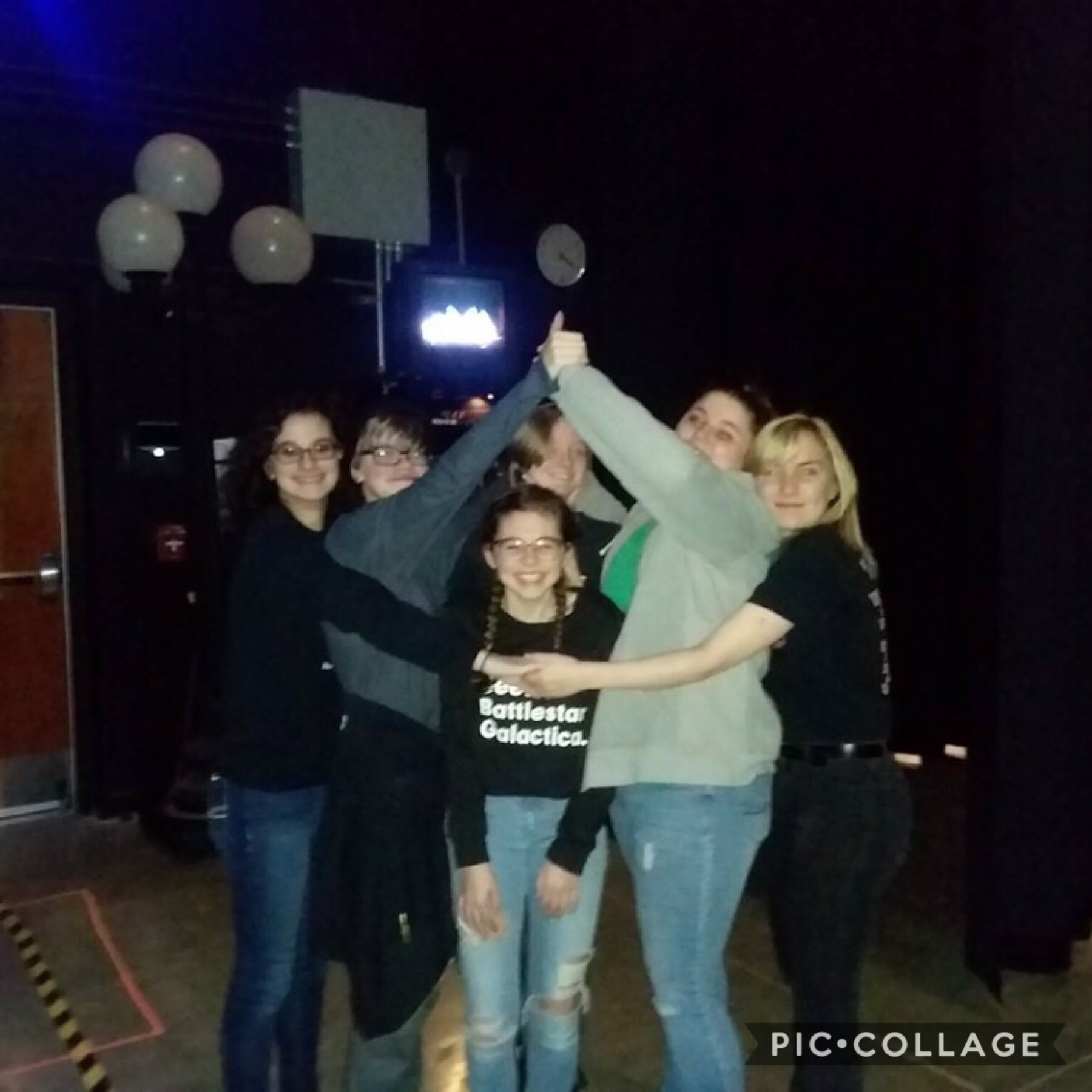 *yall i made friends!!! literally s o happy, this is my backstage crew gang, i'm second from the left :3