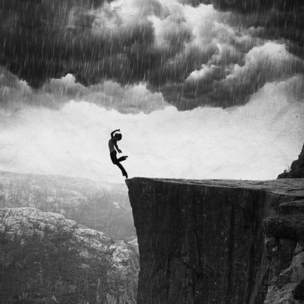 Картинки расстроенного человека падающего в пропасть