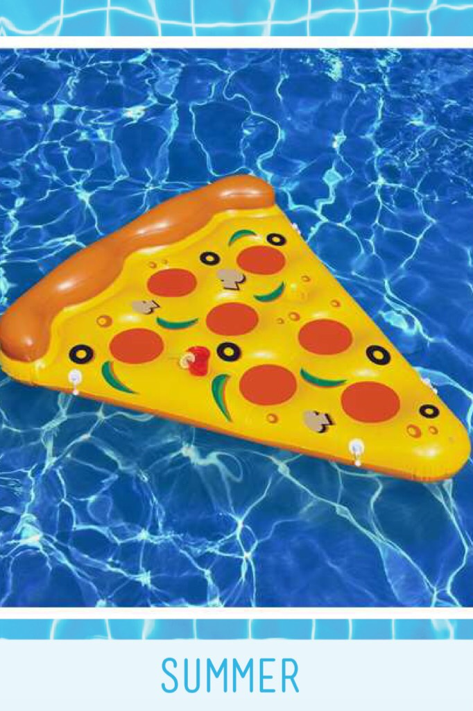 Pizza 🍕 at the pool